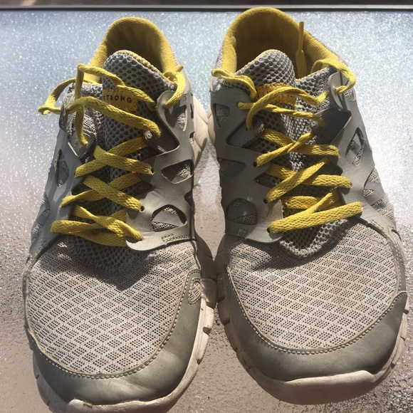 Nike Air Max 0 Livestrong  Womens Running Shoes Size 7.5  White/ Yellow -RARE